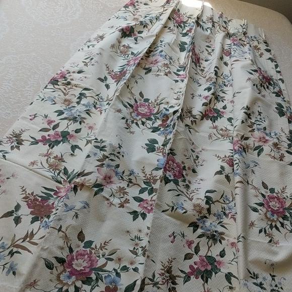 Vintage Other - VINTAGE Set of 4 Burlington House Floral Drapes